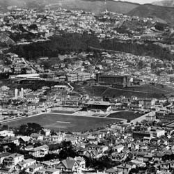 Wellington city, looking west across the Mount Cook area, circa 1930. The Basin Reserve, Mount Cook Prison and Wellington High School are clearly visible.